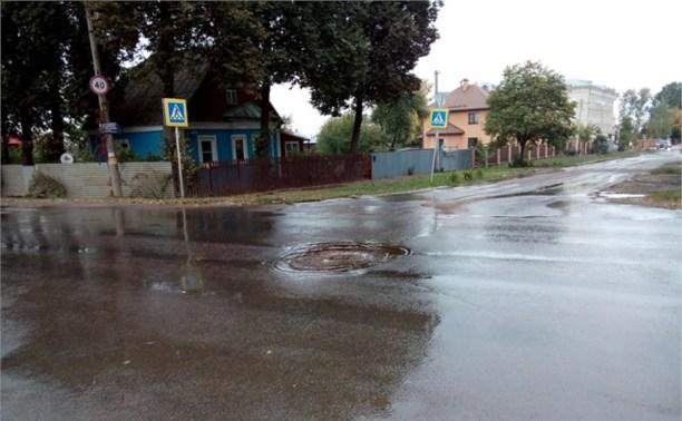 В Туле забил канализационный фонтан