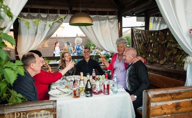 Рестораны открывают летние веранды. Фоторепортаж