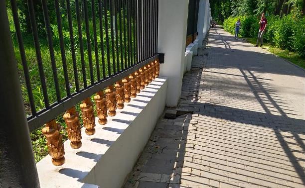 Реставрация забора в Центральном парке Тулы