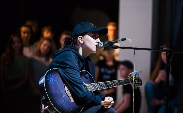 Певица Гречка в тульской «Октаве»: юность, искренность и рок