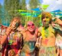 HOLMOWOOD: Радуга красок и кресло в лесу