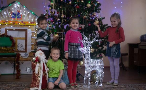Новый год глазами малышей: Дед Мороз, как всегда, принёс одни конфеты