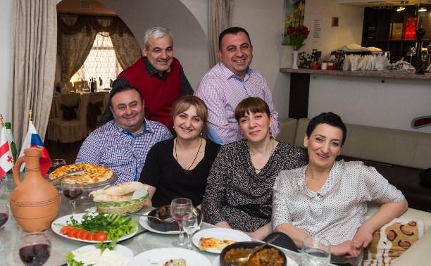 В гости по-соседски: Грузин богат, когда у него много друзей!