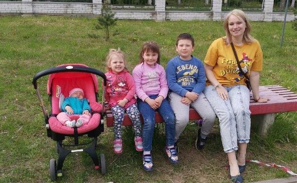 Врачи сказали, детей не будет: многодетная мама о медицинском чуде, любви и жизни в деревне