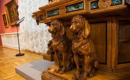 Неизвестные истории музейных шедевров: куда и зачем уезжал старый шкаф?
