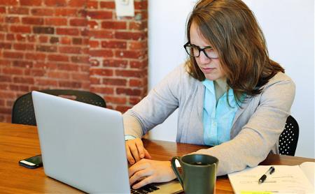 Психиатр о том, как настроиться на работу, перестать много есть и почему соцсети – зло