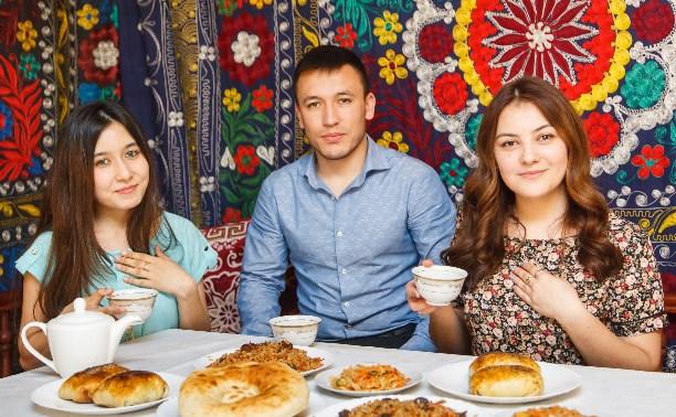 У таджика всегда накрыт дастархан!