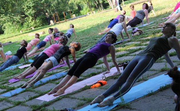 Йога в Центральном парке: «Да» здоровью и положительным эмоциям!