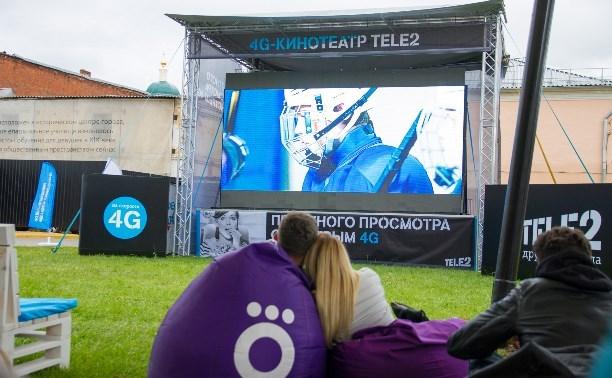 В «Искре» открылся онлайн-кинотеатр под открытым небом