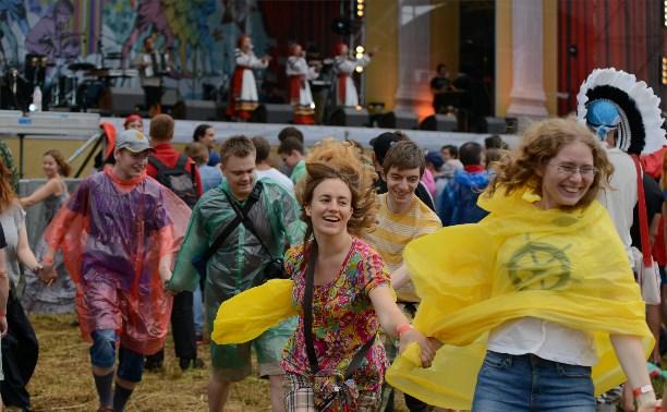 """Фестиваль """"Дикая Мята"""": безудержные танцы под дождём"""