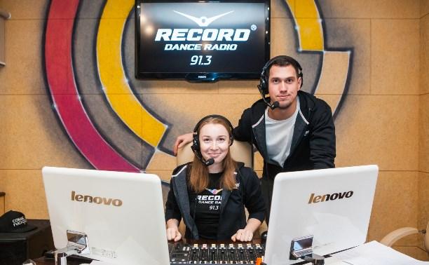 Тульские радиоведущие: танцы в студии, сленг в эфире и жизнь за 20 секунд