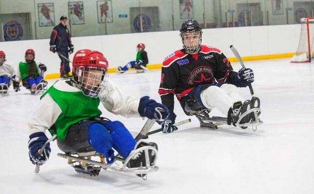 Знакомьтесь: сильные и смелые ребята из следж-хоккейной команды «Тропик»!