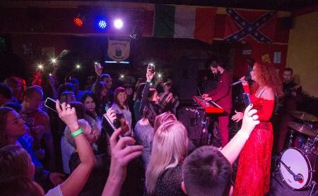День рождения тульского Harat's Pub: зажигательная Юлия Коган и рок-дискотека