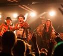 «Шляпники» в Туле: The Hatters устроили в M2 «русско-цыганский алкохардкор на душевных инструментах»