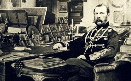 Блудный памятник: Как в Туле Александра II объединили с Карлом Марксом