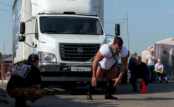 Богатырский турнир «Сила Тулы»: как самые мощные спортсмены тащили на себе многотонный грузовик