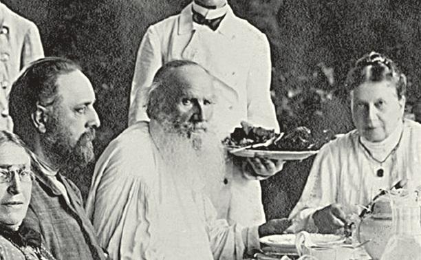 Лев Толстой вовсе не ел мяса, но любил яичницу