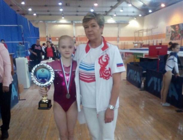 Новгородская гимнастка завоевала серебро наюниорском первенстве РФ