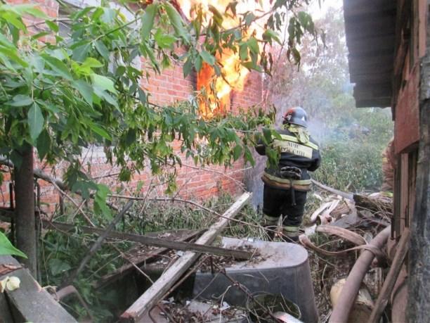 Впожаре  втульской «заброшке» для бездомных умер  мужчина