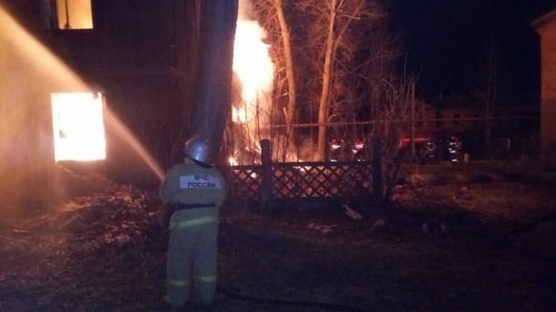 Ночной пожар в помещении вКимовском районе тушили 13 спасателей
