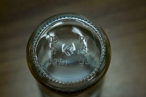 Как делают стеклянные бутылки стекло