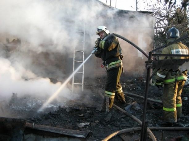 Врезультате сильного возгорания в личном доме вдеревне Селиваново пострадал человек