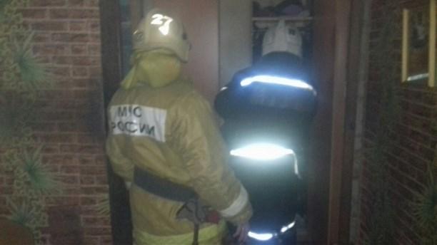 Изгорящей квартиры вТуле cотрудники экстренных служб вывели человека