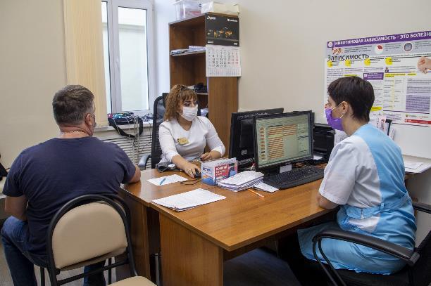 Прививку от гриппа можно сделать в поликлинике и любом пункте вакцинации от коронавируса