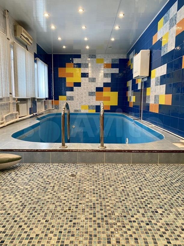 Бассейн, сусальное золото и фонтан: Как выглядят самые дорогие коттеджи в Туле