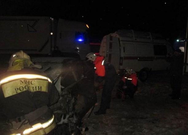 НаМ-4 «Дон» «Тойота» протаранила ларек ивлетела под фургон