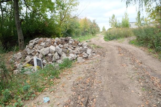 ВТульской области дорогу отремонтировали обломками надгробных плит погибших летчиков