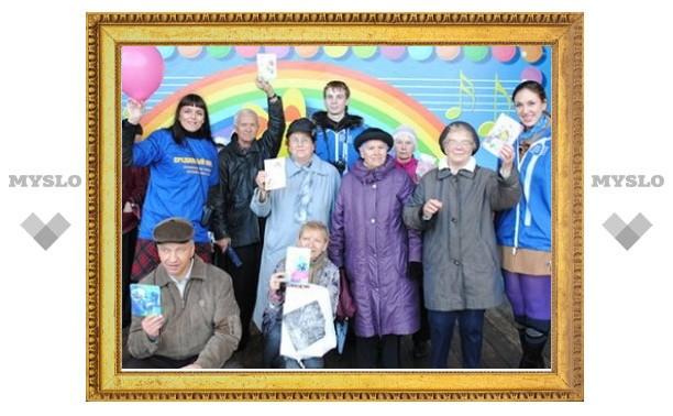 Тульская молодежь поздравила пожилых людей