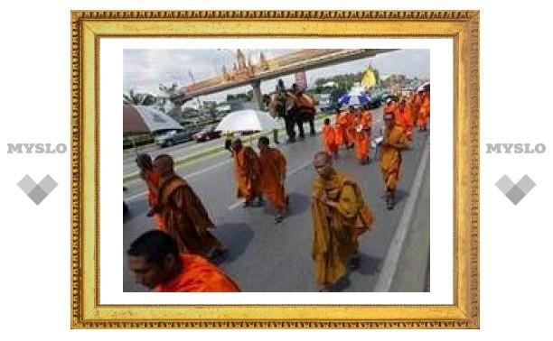 В Бангкоке верующие требуют объявить буддизм государственной религией