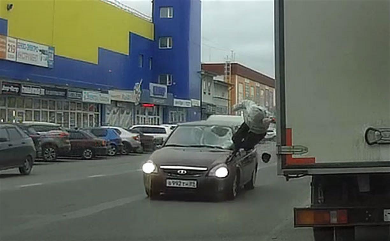 На ул. Мосина в Туле сбили женщину: момент ДТП снял видеорегистратор