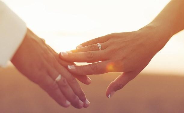 В России предложили установить минимальный допустимый возраст вступления в брак – 16 лет