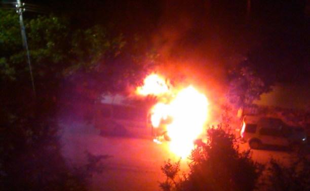 Ночью на улице Кирова сгорел автобус