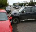 В Туле на проспекте Ленина внедорожник протаранил припаркованный автомобиль