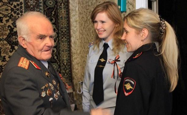 Сотрудники тульской полиции навестили ветеранов Великой Отечественной войны