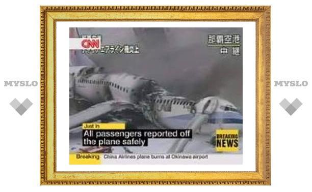 В японском аэропорту сгорел китайский лайнер