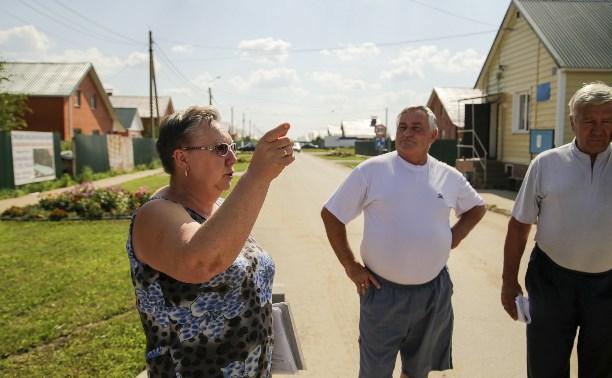 В коттеджном поселке в Тульской области застройщик несколько лет «доит» жителей