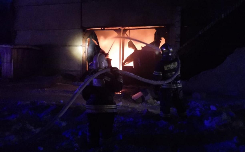Крупный пожар в Ленинском: загорелся склад на заводе битумных изделий