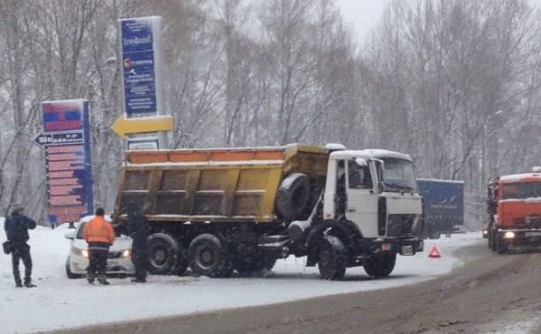 Ул. Рязанская встала в пробке из-за аварий