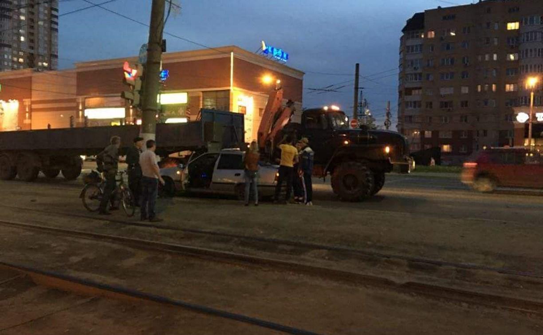 На Зеленстрое в Туле Daewoo Nexia врезалась в грузовой «Урал»
