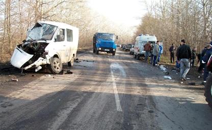 В Кимовском районе столкнулись Mercedes Benz-208 и KIA Bongo