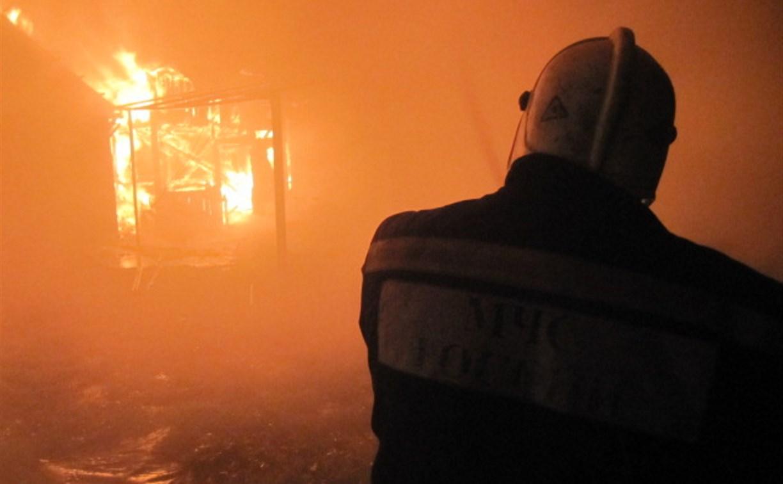В Туле ночью сгорели дача и баня