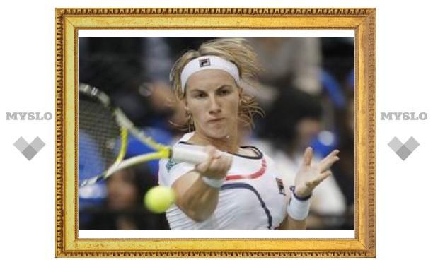 Светлана Кузнецова снялась с турнира в США