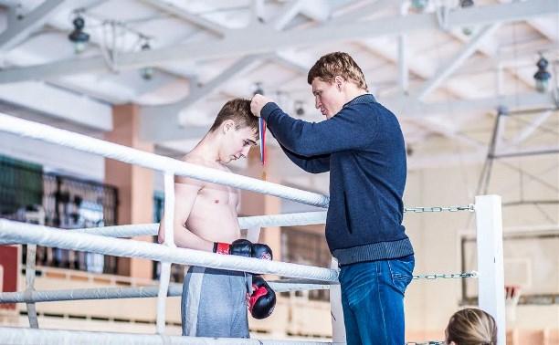 Чемпион мира по боксу Александр Поветкин посетил соревнования в Первомайском