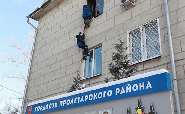 МЧСники «эвакуировали» администрацию Пролетарского района