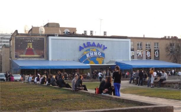 Здание КРК «Премьер» и кинотеатра Albany выставили на продажу