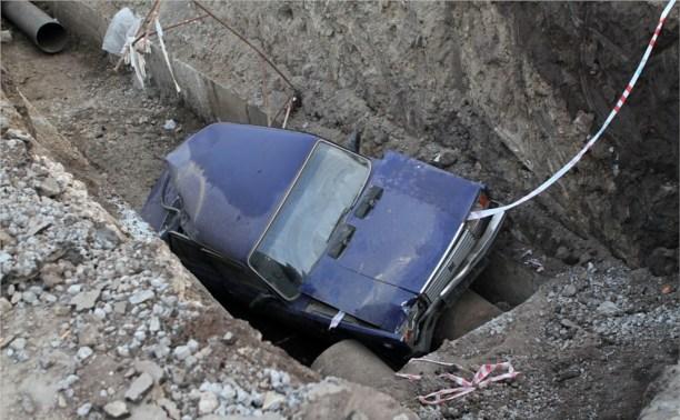 Ночью в Пролетарском районе ВАЗ упал в траншею